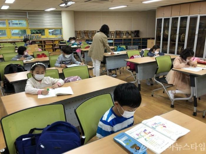 목포 미향초 긴급돌봄 교실 사진.jpg